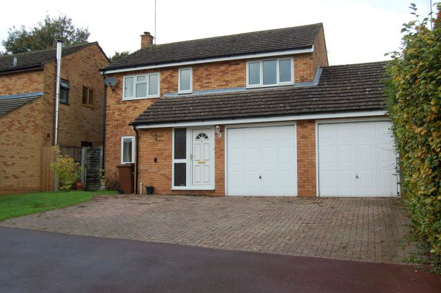 Property in Paddock Close, Ravensthorpe, Northants