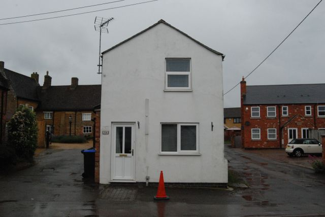 Property in High Street, Long Buckby, Northampton