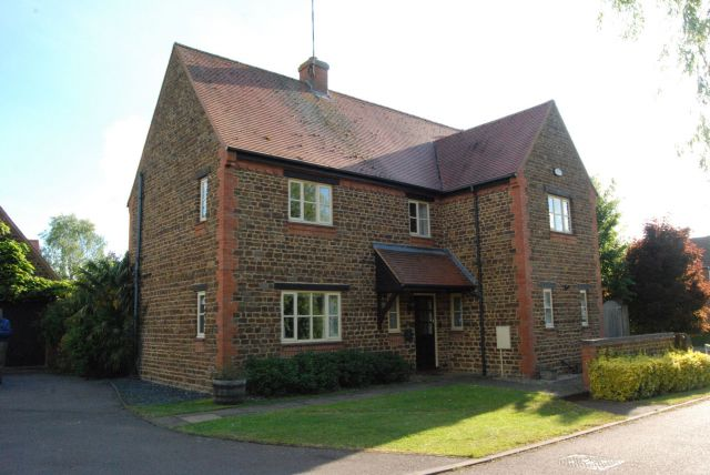 Property in Windmill Terrace, Staverton, Daventry