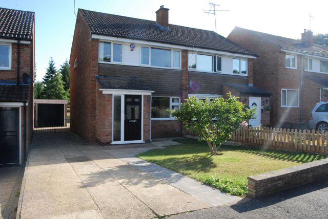Property in Sunningdale Drive, Daventry, Northamptonshire