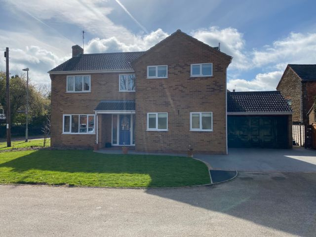 Property in Barley Croft, Crick, Northampton